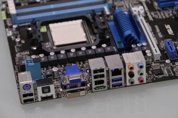 M4A89GTD Pro USB3 back IO - Prime foto ufficiali per la motherboard ASUS M4A89GTD Pro/USB3